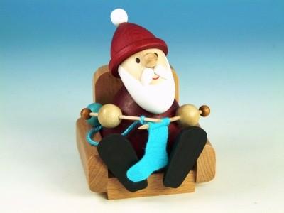 Weihnachtsmann modern strickend im Sessel H 9,0 cm