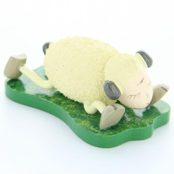 """Schaf """"Schlaffi"""" liegend auf Bauch"""
