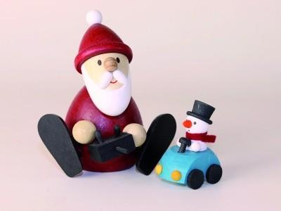 Weihnachtsmann H 8,3 cm mit ferngesteuertem Auto H 4,0 cm