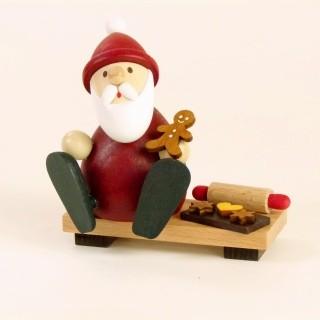 Weihnachtsmann modern auf Bank mit Lebkuchenmann, Backblech & Nudelholz H 9,0cm